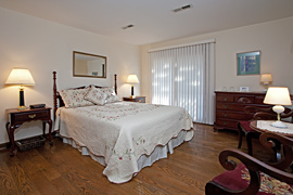 Rose guestroom at the Baladerry Inn, Gettysburg